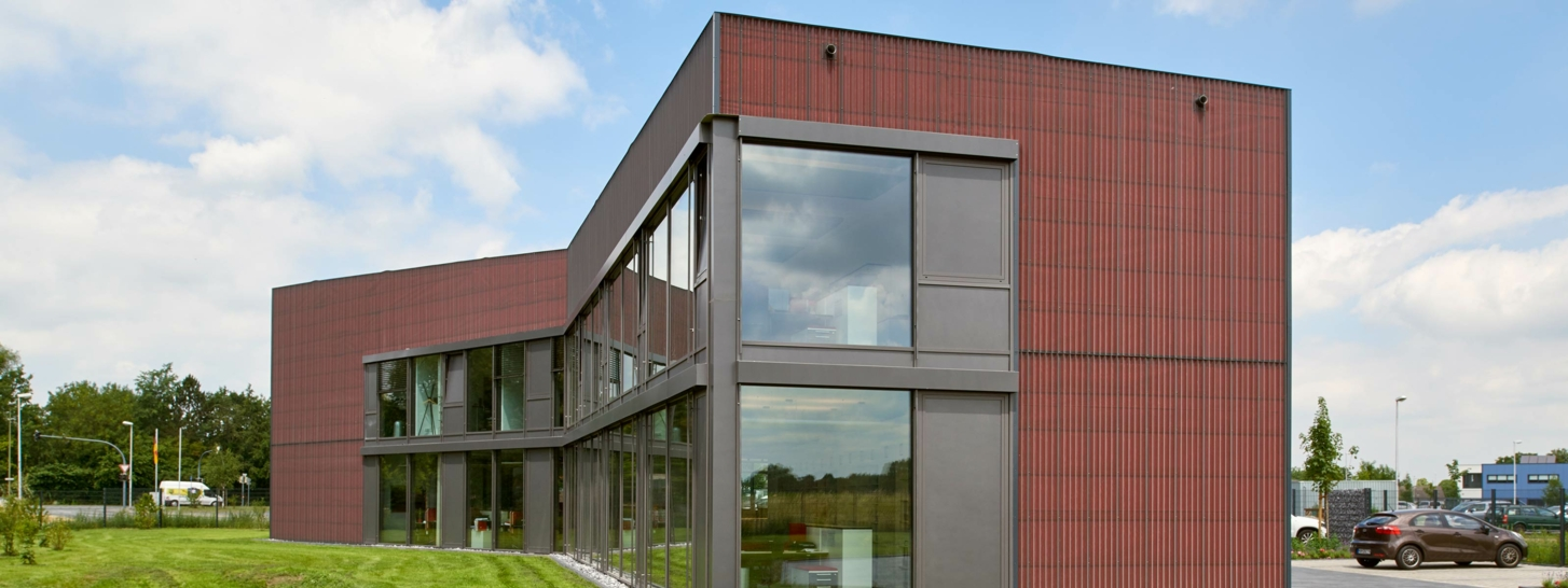 DELTA®-FASSADE COLOR red in Hamm, Germany